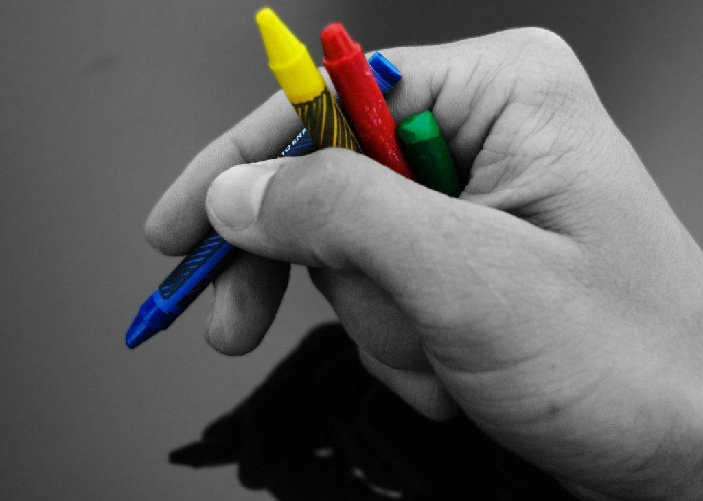 4色のクレヨン