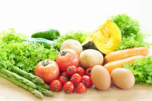 山積みのいろんな種類の野菜