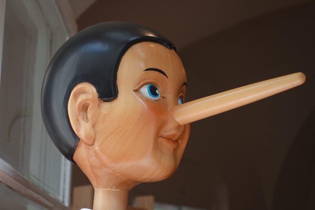 鼻が高くなりすぎた木製人形
