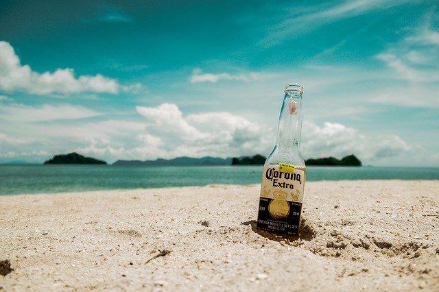 ビーチのコロナビール